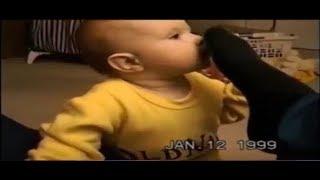 【笑える赤ちゃん】お父さんのクサイ足を嗅いだ赤ちゃんの反応がおもしろすぎます!