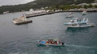 感動で皆涙! おがさわら丸 小笠原 父島 出港 太鼓に10艘以上の船が追跡し飛び降りてお見送り Fantastic Ogasawara Chichijima Farewell for Tourists
